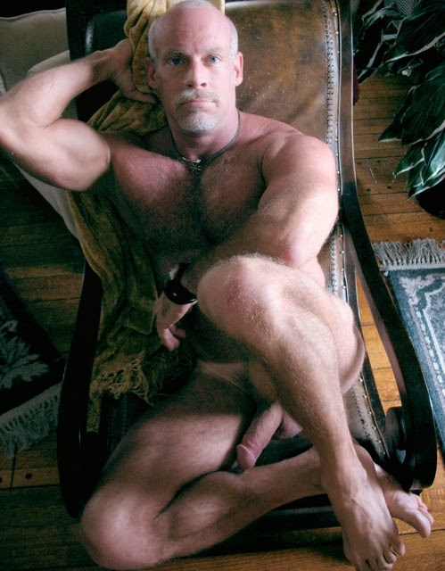 Muscular babe rammed by huge cock