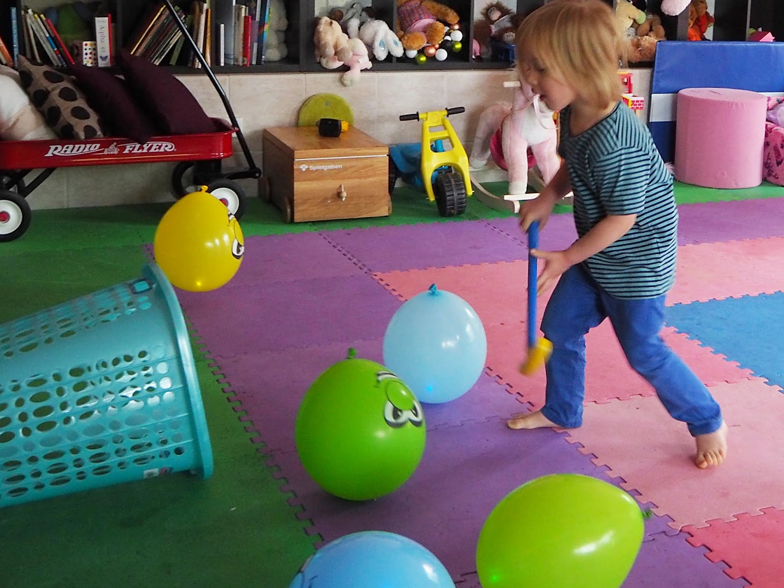 Learn with play at home 5 fun indoor balloon party games for Children indoor