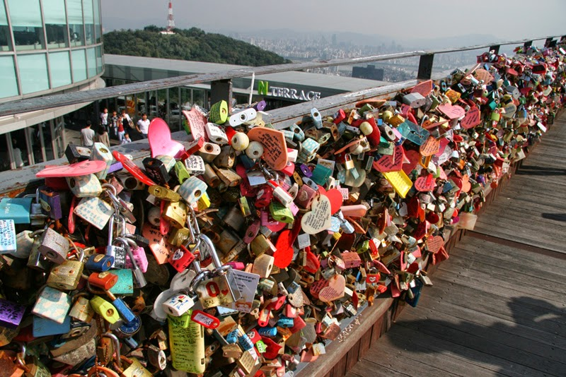 lock-of-love-di-menara-seoul