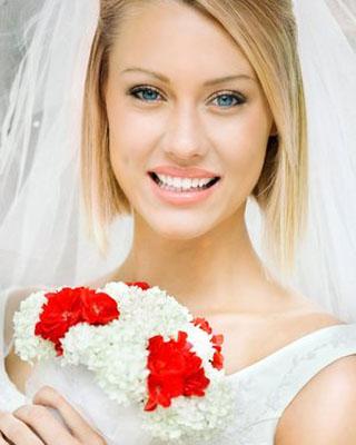 har que tu peinado destaque y tenga fuerza la imagen final la perfilarn los accesorios una tiara un elegante tocado flores naturales