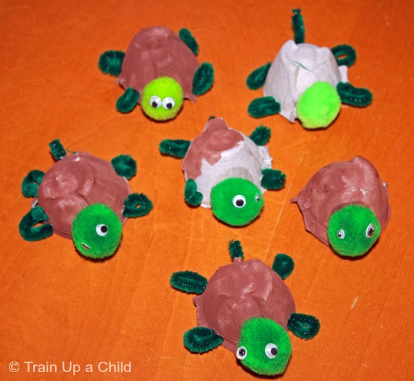 Egg carton turtle craft learn play imagine for Turtle arts and crafts