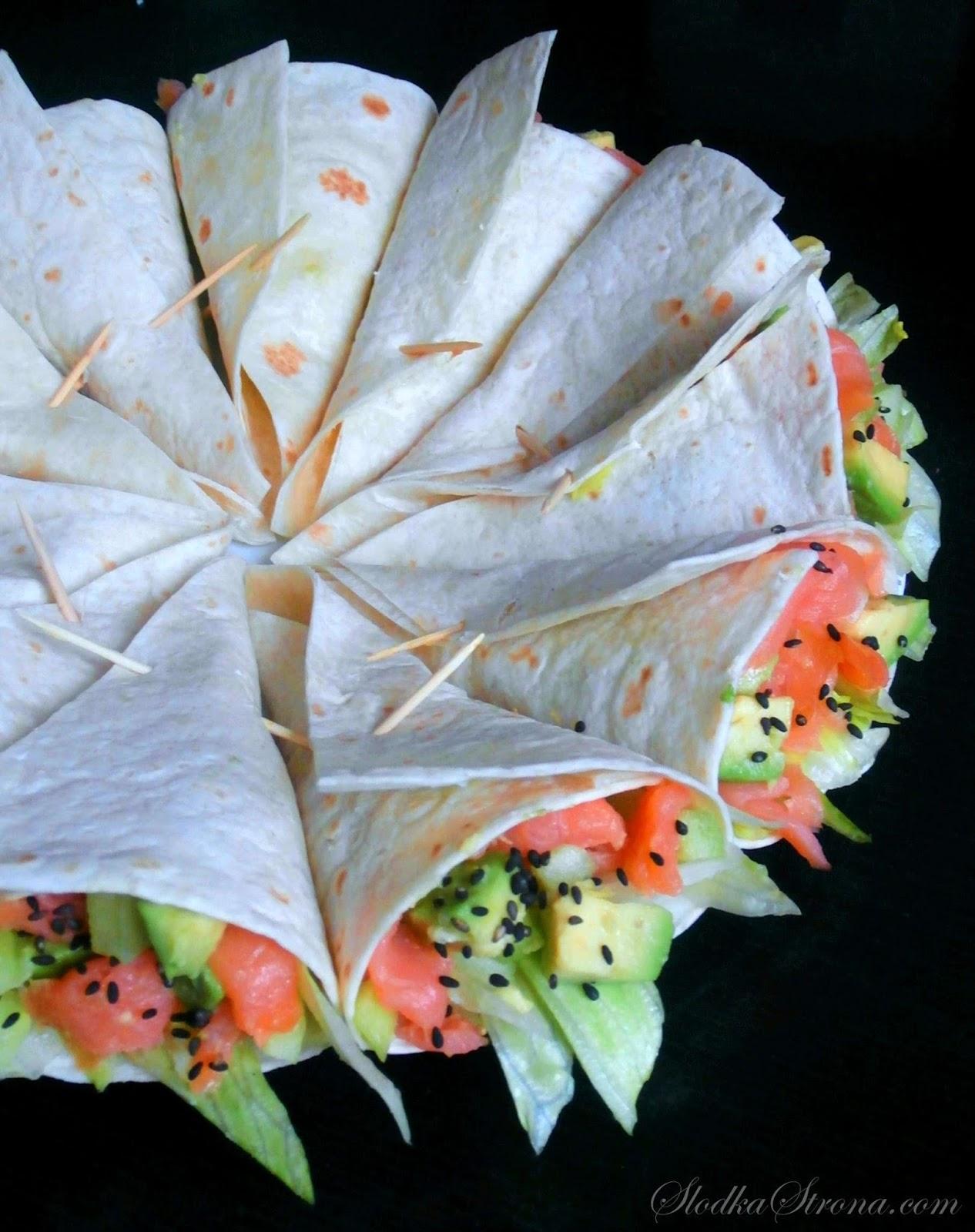 Mini Tortilla z Łososiem Wędzonym i Awokado - Przepis - Słodka Strona