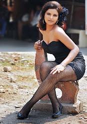 Shalini Naidu Hot Massive Cleavage Show