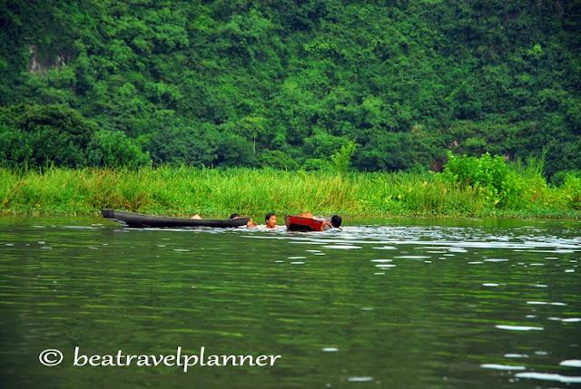 Vietnam - Bambini sul fiume Rosso