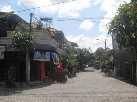 salah satu Gang dan toko di Graha Sunan Ampel 1 Wiyung