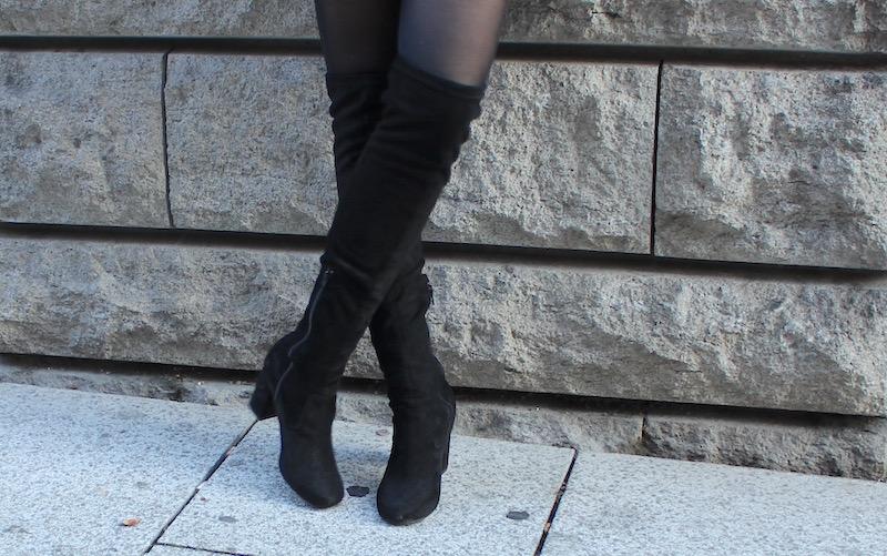 Outfit Look How to Style Mode Festtage Weihnachtsoutfit Fellweste Shirtkleid Overknees schwarz