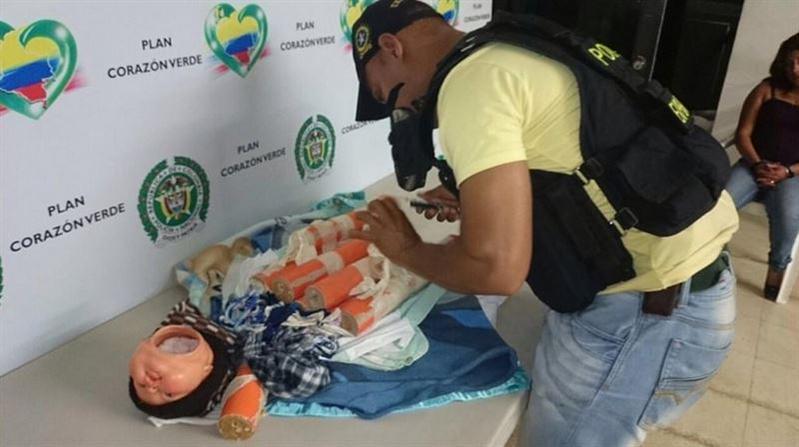 Muñeco bomba de las Farc incautado en el departamento del Cauca por la Policía de Colombia.