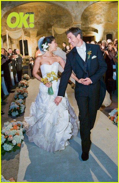 red carpet wedding roselyn sanchez and eric winter red