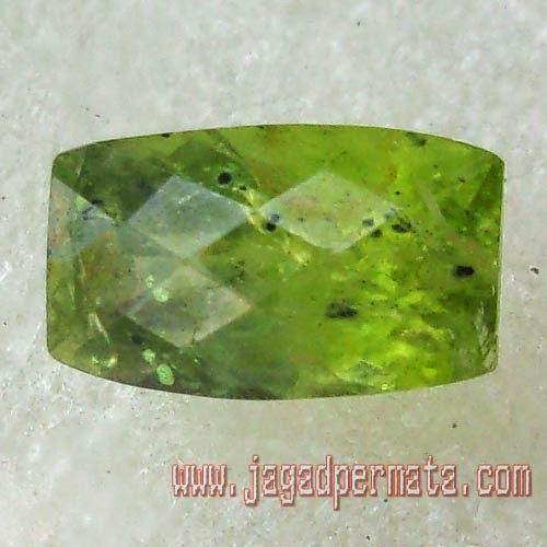 Batu Permata Garnet Hijau