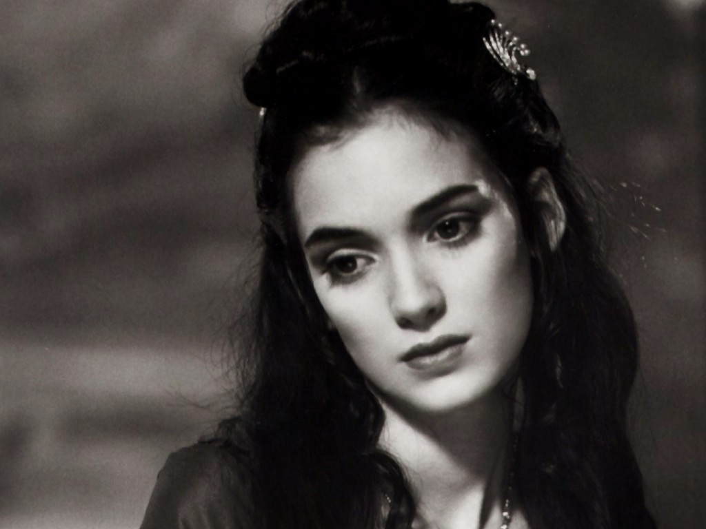 Lydia Deetz Winona_Ryder_As_Mina-Dracula_Wallpaper_JxHy