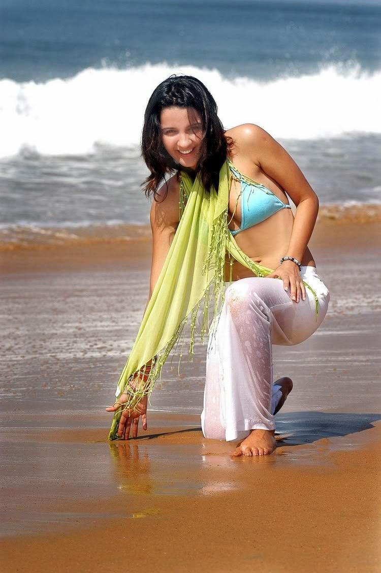 Hot Vj Shruti Seth In Bikini Top beach photos