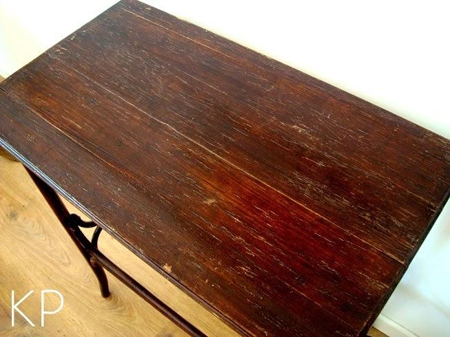 Comprar mesa Thonet de madera antigua. Mesitas vintage en valencia. Mesa aparador thonet para recibidor.