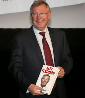Alex Ferguson with his new autobiography in Dublin last week.