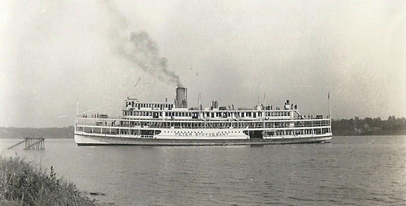 Hudson River Model Steamboats: Hudson Day Line Model PETER STUYVESANT c.1944