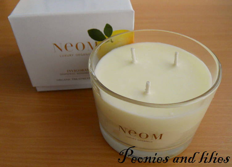 Neom luxury organics, Neom organic candle, Neom invigorate candle, Neom invigorate candle review, Peonies and lilies, Lifestyle, Homewear, Neom grapefruit bergamot lime candle