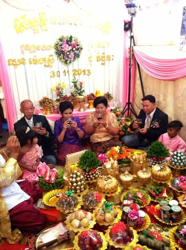 Matrimonio Budista : Diarios de camboya boda vichhika y mengsry la