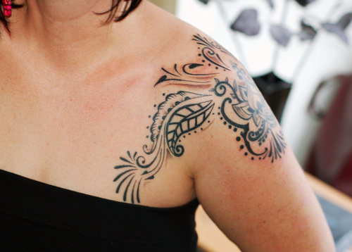 heart tattoos for girls on shoulder. Shoulder Tattoos on Girls