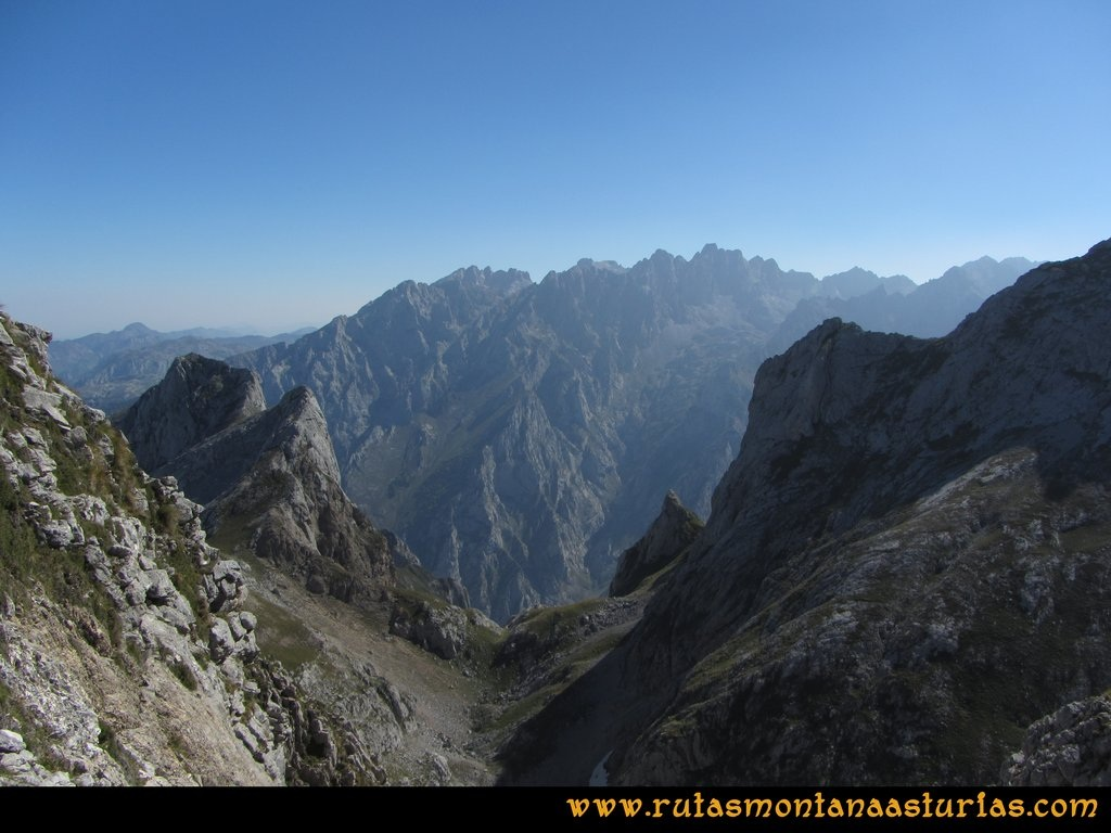 Ruta Ercina, Verdilluenga, Punta Gregoriana, Cabrones: Vista desde el collado Tiros al Macizo Central