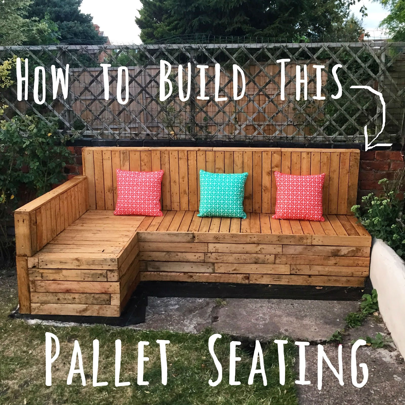 DIY: Pallet Seating