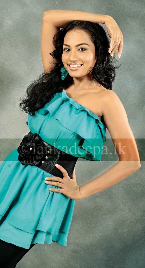 gossip lanka   srilankan model chathurika peiris with channa