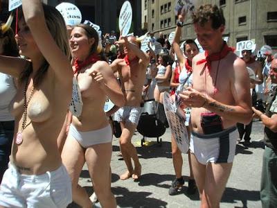 acara telanjang di dunia kabar anehx