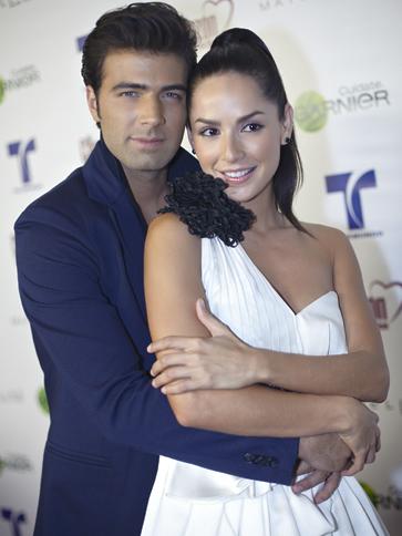 Carmen Villalobos Y Jencarlos Canela Son Novios