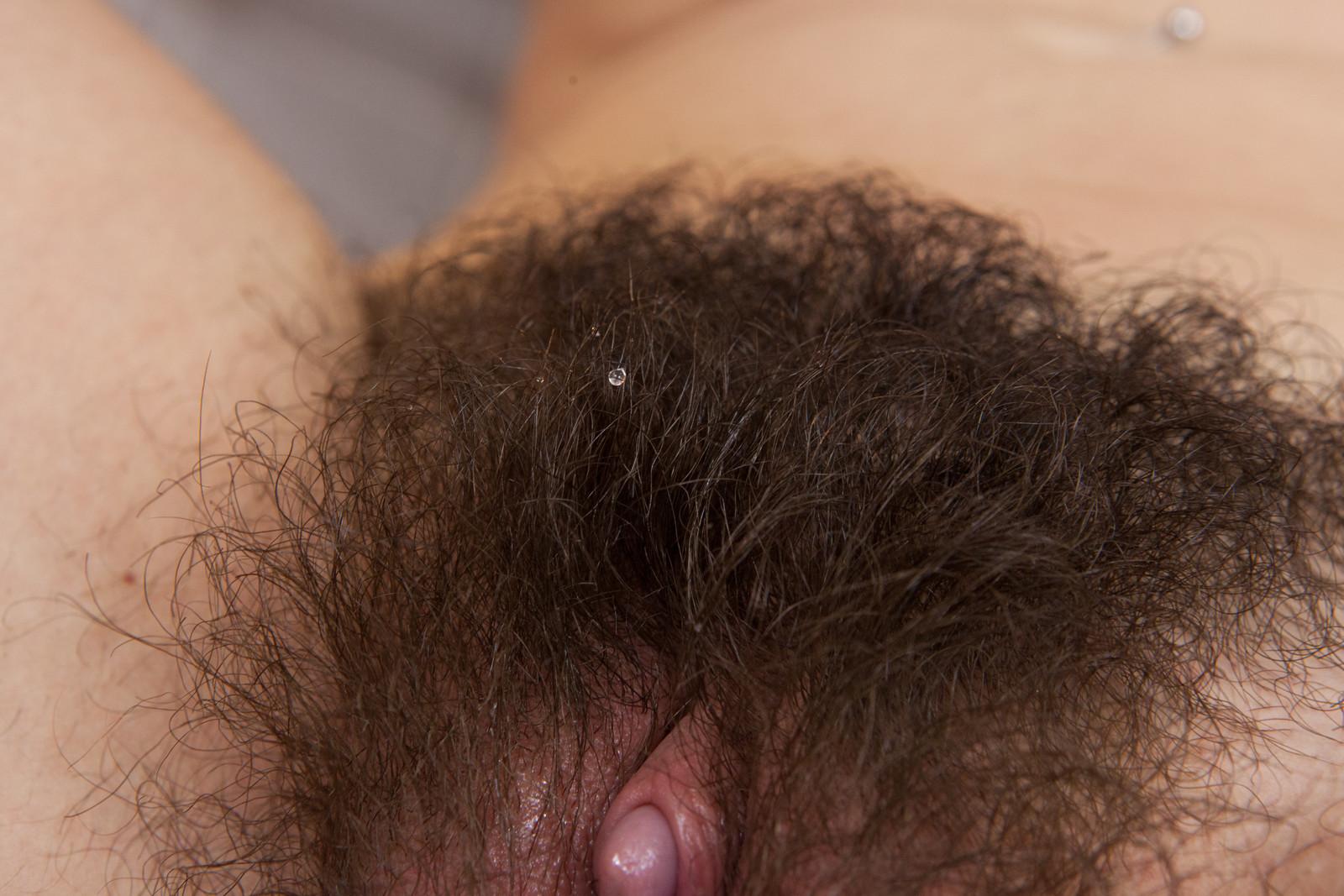 Фото пробиваются волосики, Волосы торчат из под купальника Случайное фото 2 фотография