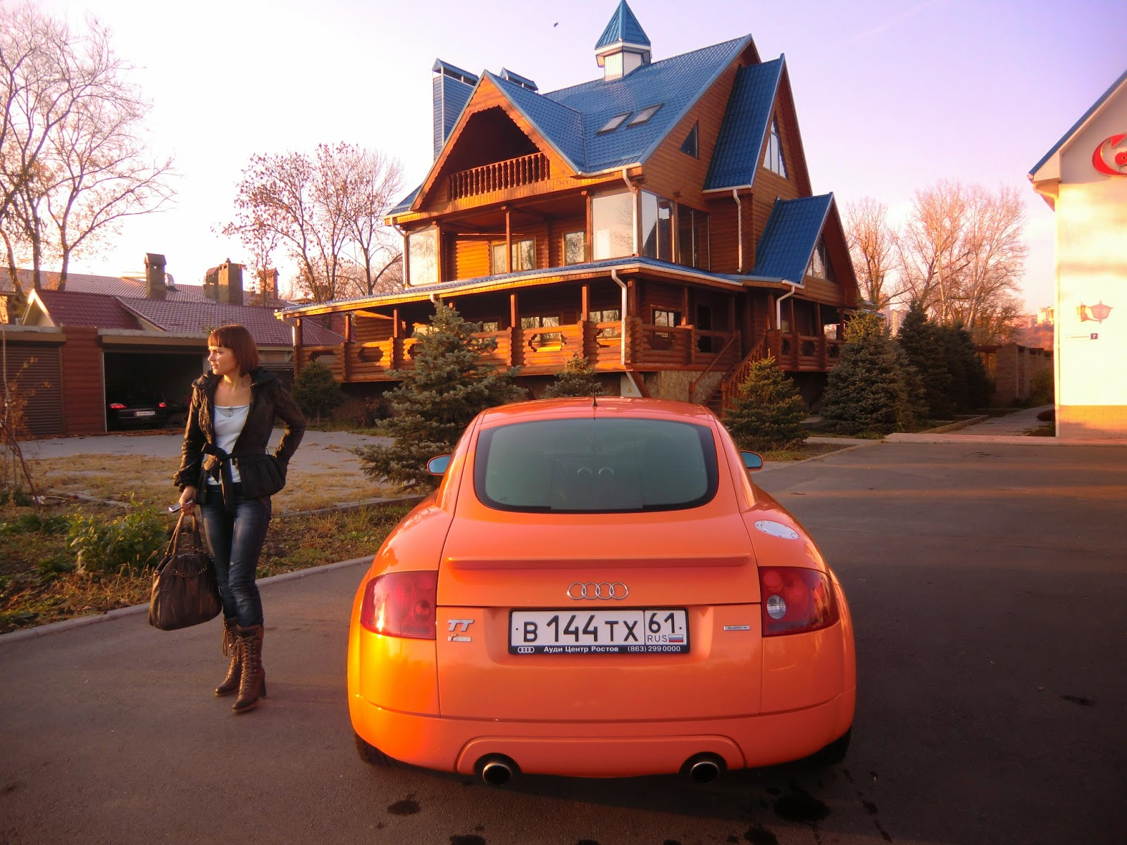 Orange-Audi-TT