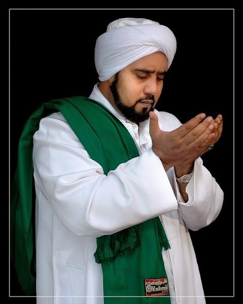 Habib Syech Assegaf - Ya Hanana MP3