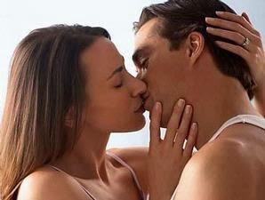 Penyebab Suami Tidak Mau Berciuman Saat Bercinta