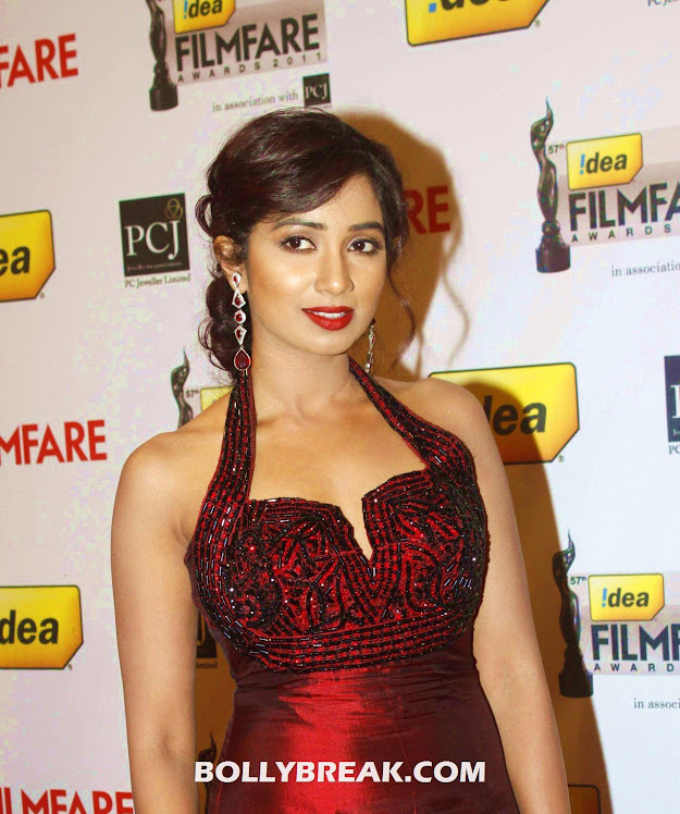 shreya ghoshal in red gown at filmfare awards - shreya ghoshal Hot Pics