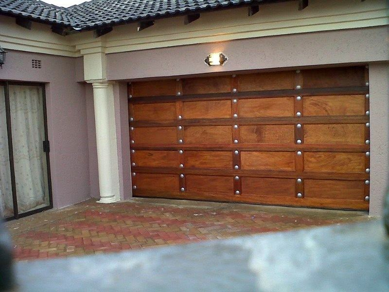 BONTLE GLASS & ALUMINIUM: WOODEN GARAGE DOORS