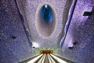 Indahnya Galeri Seni Tembok di Stasiun Metro Naples, Italia