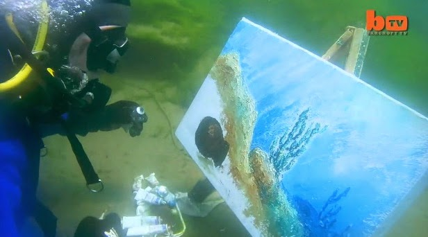 http://www.funmag.org/video-mag/mix-videos/underwater-artist/