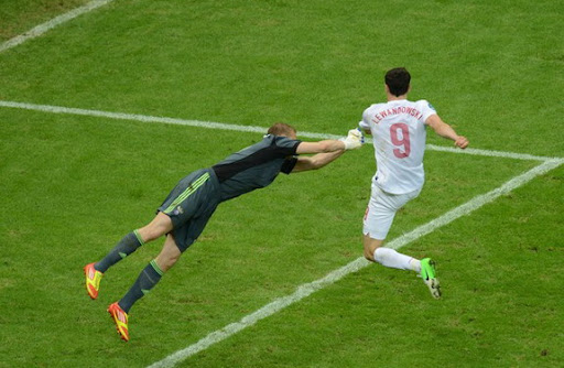 Polish forward Robert Lewandowski tries to score against Russian goalkeeper Vyacheslav Malafeev