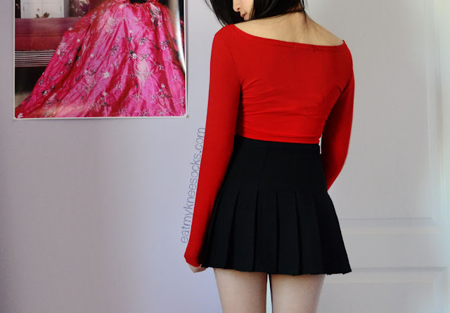 The red V-neck long sleeve crop top from Milanoo, paired with an American Apparel-style pleated black tennis skirt dupe from SheInside.