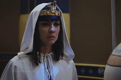 Os Dez Mandamentos - Resumo do capítulo 152 - (segunda-feira 26/10) Nefertari suplica pela vida do filho a  Moisés