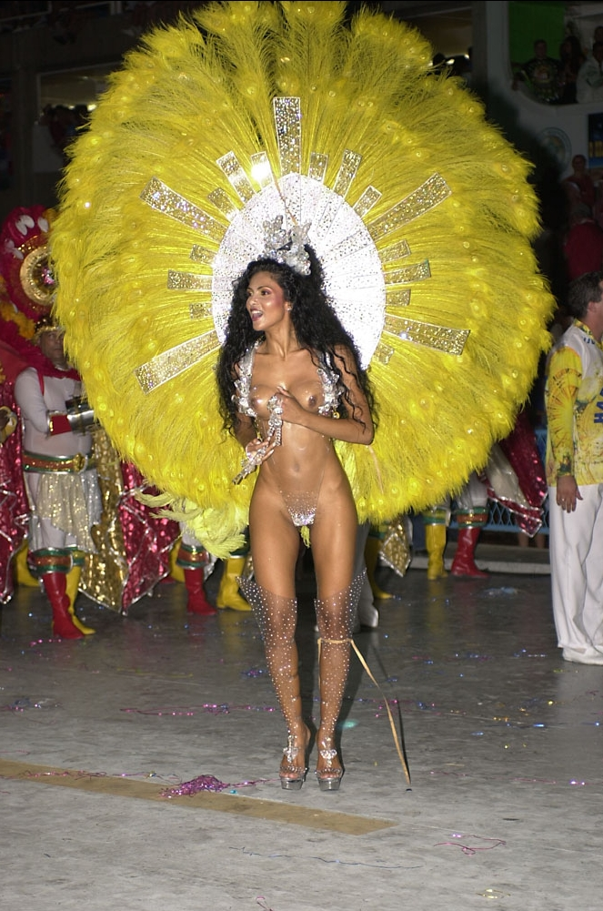 After parading a few years at Unidos da Tijuca Samba-School, Fábia Borges was invited to become the Carnival Drum Queen for the Academics da Rocinha Samba-school, where she has supported since 2006.