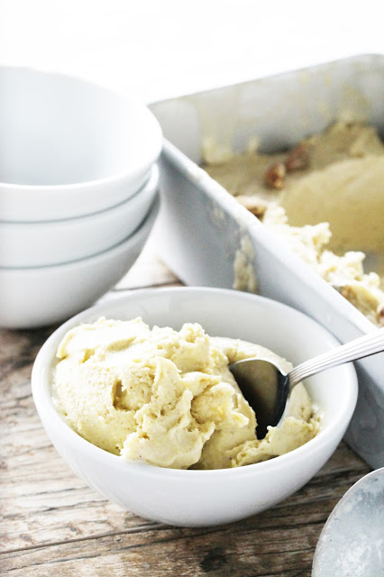 Learn how to make creamy pistachio gelato without the use of an ice cream maker. Make it the old fashioned way: by hand!