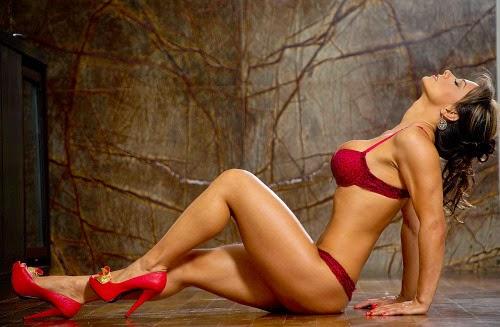 Esperanza Gómez: la actriz porno colombiana más conocida , sexy , caliente y sin tapujos , toda una diosa del sexo.