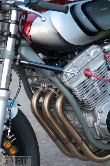 CUSTOM-MOTORCYCLE-www.hydro-carbons.blogspot.com-CAFE-RACER -SPIRIT 7 -YAMAHA -XS750-3