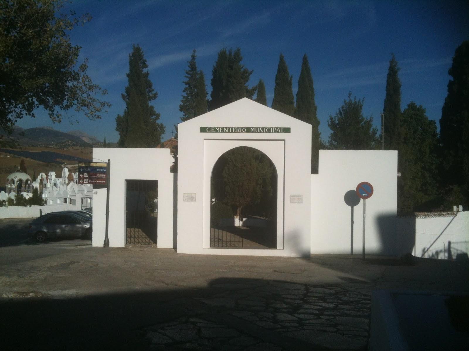 Stultifer ciudad de los muertos qu date a la puerta for Cementerio parque jardin la puerta