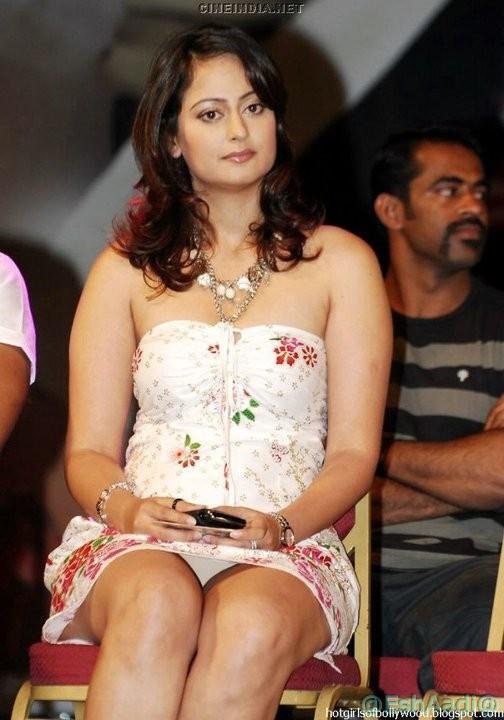 Celebrity oops moment. Asmita sood panty flash at