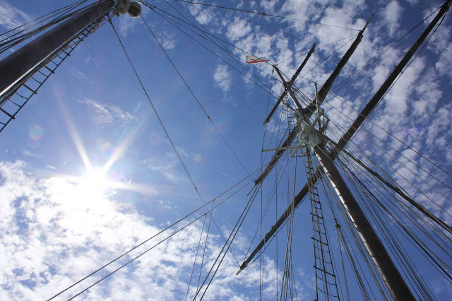 california flag atop the mast of the californian tall ship