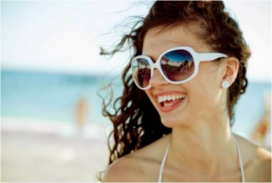 Sand, Surf & Colored Contact Lenses: Prevent your Eyes at Beach