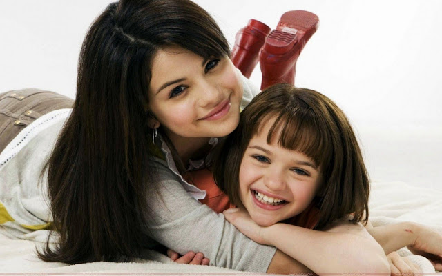 selena_gomez_with_her_friend_sweetangelonly.com