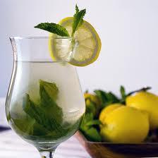 عصير النعناع والليمون لتخلص البشرة الدهنية من حبوب الوجه