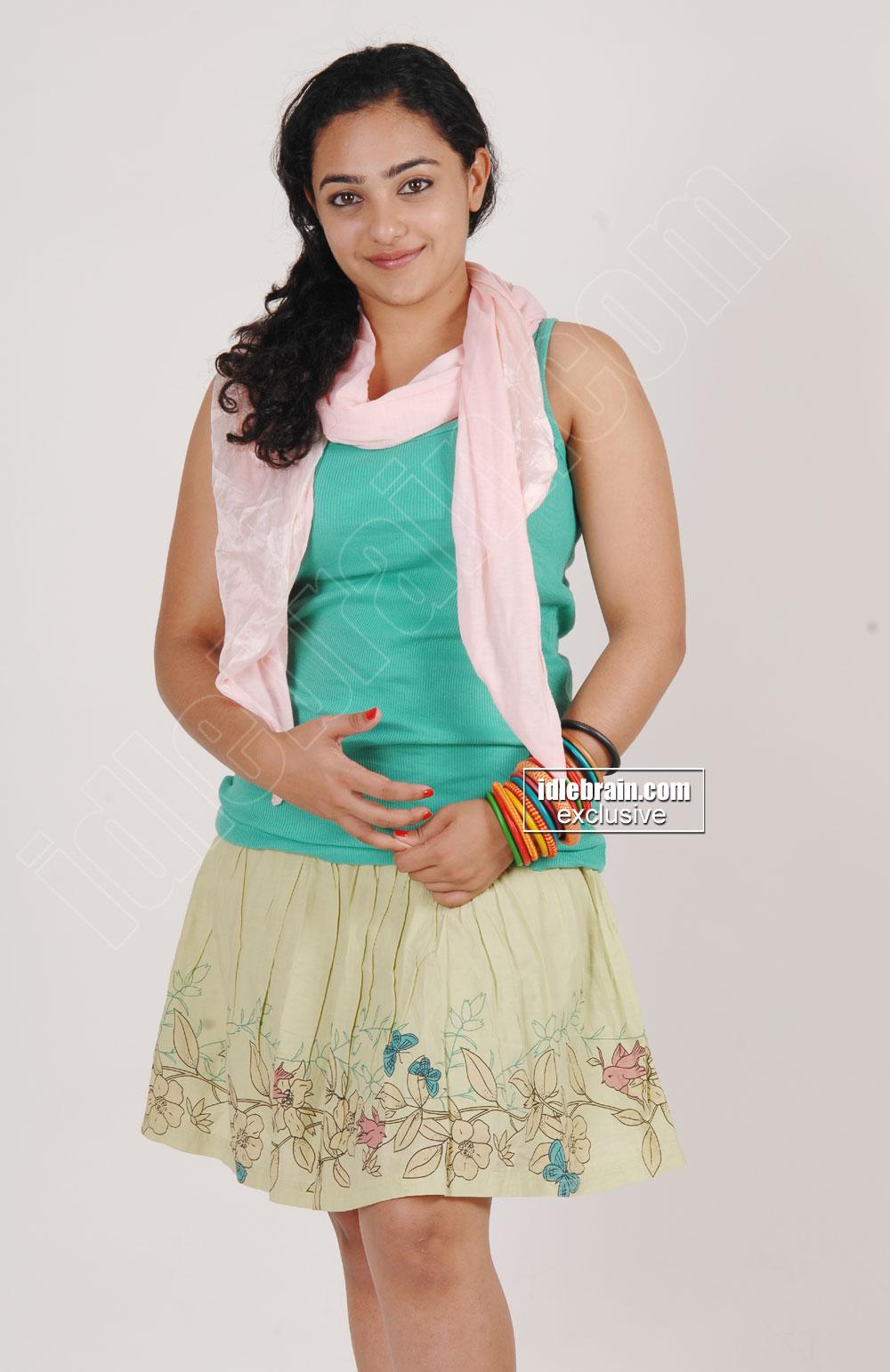 South Indian actress Nithya Menon latest hot photos.