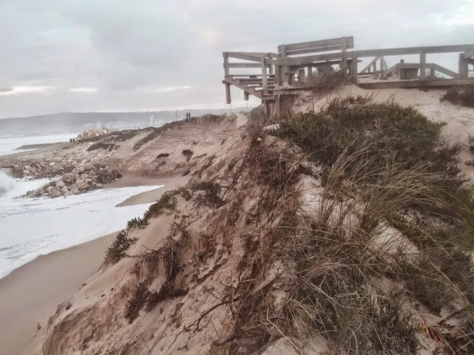 """O mar continua a """"engolir"""" sistema dunar em S. Pedro"""