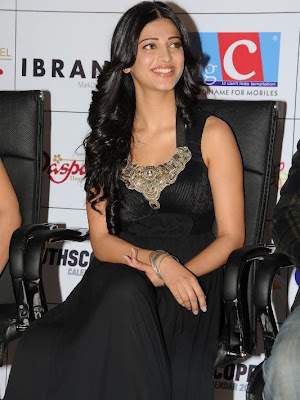 Shruti Hassan in Lon Black Gown(Long Skirt) in Daspalla Hotel for South Scope Calender 2012
